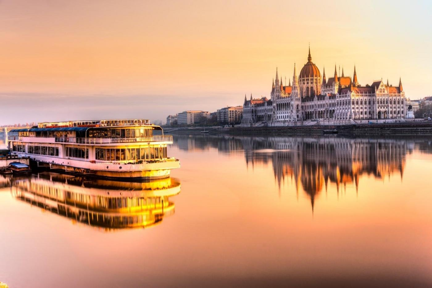 Discover Budapest from Vienna within some hours in a private ambience. Hungarian experts will guide you through secrets and surprises of