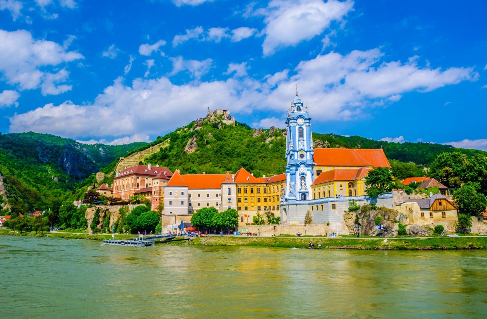 Leave behind the city noises and experience a completely different world: the Wachau Valley.