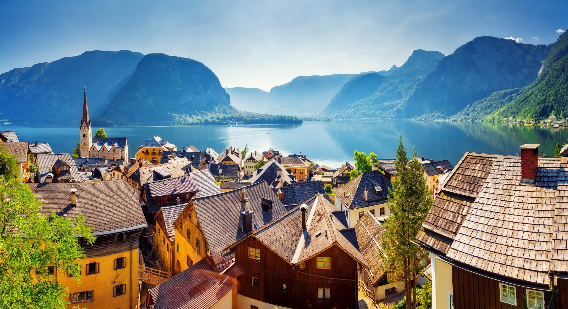 Experience the breathtaking Alpine town of Hallstatt. ***Guaranteed departure with a minimum of 3 persons (or 3 booked seats)***